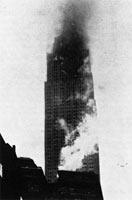 Пожар с здании после столкновения.